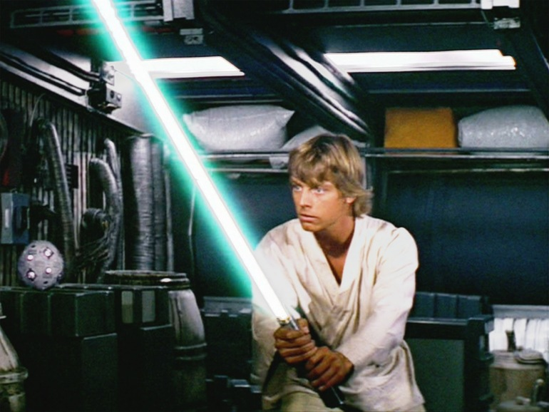 luke-skywalkers-green-lightsaber-is-due-for-a-comeback